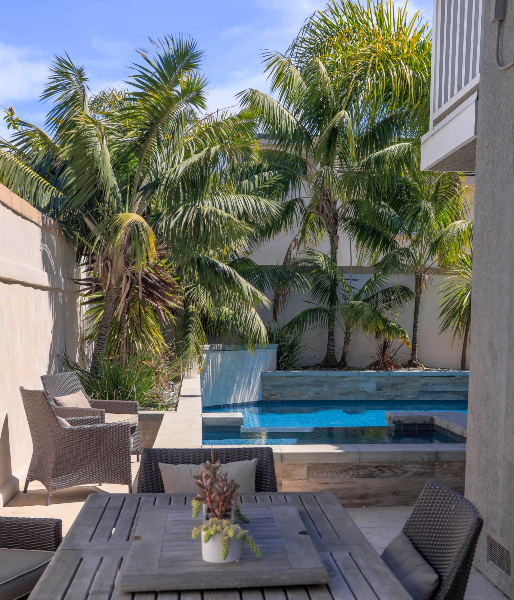 jsq-pools-queen-residence-pool-image-23