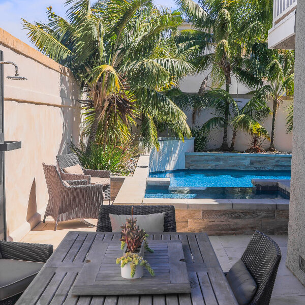 jsq-pools-queen-residence-pool-image-25